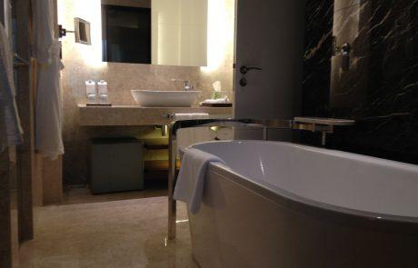 המדריך המלא להלבשת אמבטיות – איך לעשות את זה נכון
