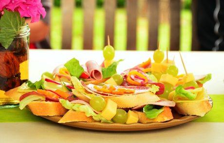 מגשי אירוח או סנדוויצ'ים לאירועים