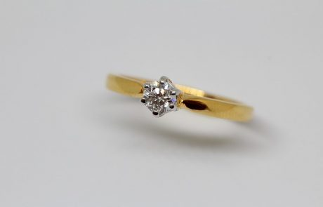 האם לבחור טבעת אירוסין עם בת זוג או לבד?