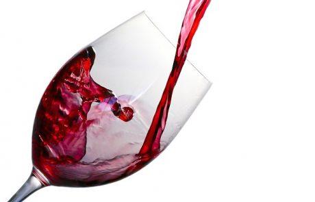 איך מתאימים יין לארוחה?